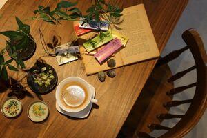 チョコレートの取り扱いとコーヒーの有料サービス、撮影スペースとしての貸し出しの準備
