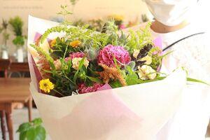 お誕生日のお祝いの花束